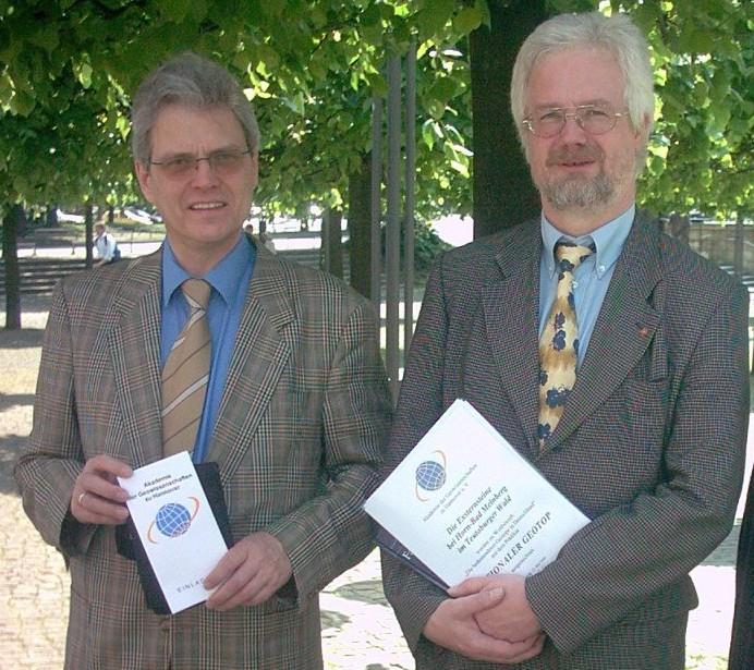 Foto Verbandsvorsteher Bünemann und Bürgermeister Block mit der Auszeichnung